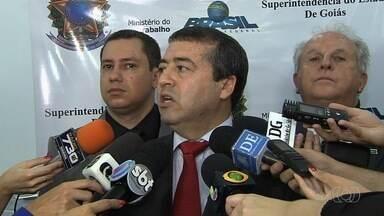Ministro do Trabalho promete resolver problemas de emissão de carteiras de trabalho - Ronaldo Nogueira esteve em Goiânia inaugurando nova sede do órgão.