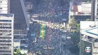 Manifestações contra a corrupção acontecem em 13 estados e no DF - Os manifestantes gritam palavras de apoio ao juiz Sérgio Moro e pedem o fim da corrupção.