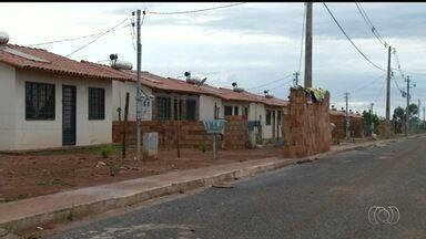 Moradores reclamam de casas do programa Minha Casa, Minha Vida que têm problemas - Eles dizem que há goteiras e outros problemas estruturais, em Luziânia.