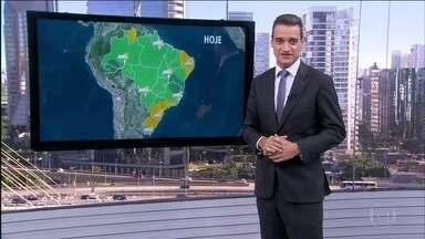 Confira a previsão do tempo para esta terça (6) em todo o Brasil - Há chances de temporais no norte de Minas Gerais e do Espírito Santo e também no centro-sul da Bahia. Chove desde a madrugada em várias cidades dessas regiões, como em Vitória da Conquista, na Bahia, e em Salinas, Minas Gerais.