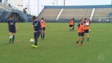 Seleções femininas de futebol fazem treinos em Manaus - Campeonato internacional será realizado na capital.