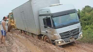 BR-319 passa por obras de recuperação - Rodovia liga Manaus a Porto Velho.