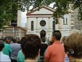 Fiéis fazem homenagem a padroeira de Passo Fundo, RS - Nossa Senhora da Conceição é homenageada na igreja mais antiga da cidade