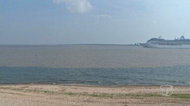 Encontro das águas dos rios Tapajós e Amazonas se aproxima da praia em frente à cidade - Fenômeno chamou atenção de santarenos na quinta-feira (8).