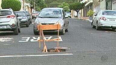 Motoristas de Ribeirão Preto enfrentam buracos em vias da cidade - Equipe da EPTV procura problemas no asfalto e acaba encontrando ainda mais.