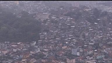 Idosa é morta dentro de casa na Vila Cruzeiro - Uma idosa foi morta dentro de casa, na Vila Cruzeiro, no Complexo da Penha. É a segunda morte por bala perdida na região só nesta semana.