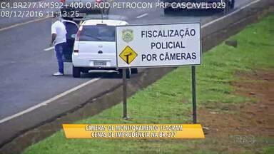 PRF registra flagrantes de imprudência na BR-277 - Um motorista chegou a parar no acostamento da rodovia movimentada. A infração é grave.