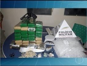 Polícia apreende 25 quilos de maconha em Montes Claros - Droga estava em uma casa no Bairro Santa Cecília; ninguém foi preso.