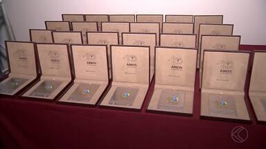 Panathlon Club faz entrega do Mérito Esportivo 2016 em Juiz de Fora - Agraciados receberam premiação nesta quinta. Durante cerimônia, Comenda Professor Carlos de Campos Sobrinho também foi concedida.