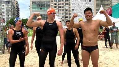 Prova de natação em Copacabana elege o Rei e a Rainha do Mar - No domingo (11), uma disputa vai envolver oito duplas de nadadores de sete países. Entre eles, há três medalhistas olímpicos, como a brasileira Poliana Okimoto.