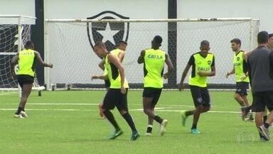 Flamengo e Botafogo se preparam para obter bons resultados na última rodada do Brasilerão - No domingo (11), o Flamengo quer vencer o Atlético-PR na Arena da Baixada para garantir o vice-campeonato e ganhar R$ 3,4 milhões a mais do que o terceiro colocado. Já o Botafogo precisa derrotar o Grêmio para garantir vaga na Libertadores.