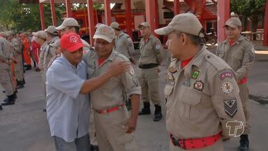 Homem que ficou soterrado em poço agradece a equipe que o salvou - Ele recebeu a visita da médica e dos militares que participaram do resgate.