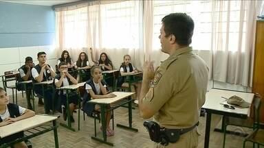 Projeto transforma alunos em patrulheiros contra o bullying em escola no Sul de SC - Projeto transforma alunos em patrulheiros contra o bullying em escola no Sul de SC