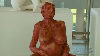'Em Cena' mostra exposição de pinturas e esculturas sobre a força das mulheres - Exposição acontece no Aeroporto de Viracopos, em Campinas.