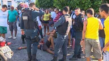 Adolescente reconhecido por inimigo é esfaqueado em ônibus em Aracaju - Adolescente reconhecido por inimigo é esfaqueado em ônibus em Aracaju.