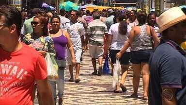 Compras de fim de ano movimentam o Centro de Aracaju - Compras de fim de ano movimentam o Centro de Aracaju.