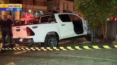 Assaltante é morto a tiros no bairro Moinhos de Vento, em Porto Alegre - Empresário deixava farmácia quando foi abordado por dois homens.
