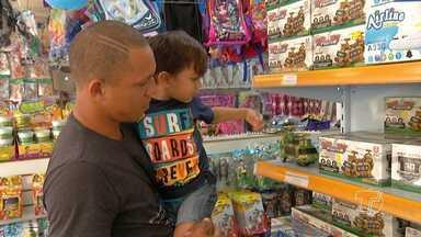 Confira algumas medidas de planejamento para as compras dos presentes das crianças - Pais enfrentam um verdadeiro desafio para que compras não comprometam o orçamento familiar