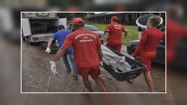 Corpos de colombianos mortos em troca de tiros chegam a Manaus - Colombianos chegaram à capital na tarde desta segunda-feira (12).