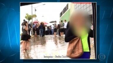 Barranco desliza e atinge parte do shopping BH Outlet no bairro Olhos D'água, na capital - O acidente foi no início da tarde desta quinta-feira. Relato de consumidores foi de que ocorreu um estrondo e, em seguida, começou uma correria.