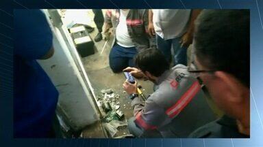 Empresas são autuadas por furto de R$ 35 milhões em energia em Goiás - Polícia Civil identificou fraude em 11 indústrias, supermercados e postos. Operação Curto Circuito tenta identificar responsáveis por adulterações.