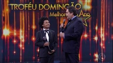 """JP Rufino recebe o prêmio de Melhor Ator Mirim de 2016 - """"Estar aqui é uma honra para mim. É o segundo (prêmio) e espero ganhar muitos!"""", disse o ator de 14 anos"""