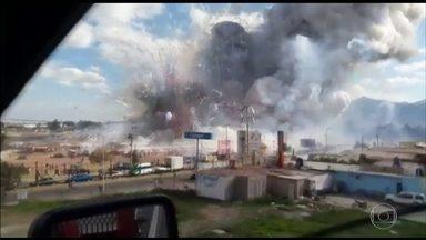 Explosão de mercado de fogos deixa 38 mortos no México - Não restou nada do mercado de fogos San Pablito. Imagens registradas no momento do acidente mostram uma cena apocalíptica e um barulho ensurdecedor.