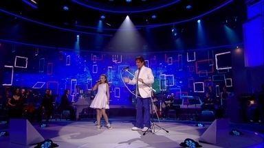 Simplesmente + Roberto Carlos - Um presente do Rei neste Natal: três músicas exclusivas que você só vê aqui, no Globo Play.