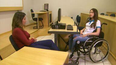 Exemplo de superação, Laís de Souza supera barreiras em cima de uma cadeira de rodas - Exemplo de superação, Laís de Souza supera barreiras em cima de uma cadeira de rodas