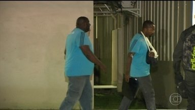 Bandidos tentam assaltar novo centro de treinamento do Fluminense - Os criminosos torturaram dois seguranças do clube e trocaram tiros com a polícia.