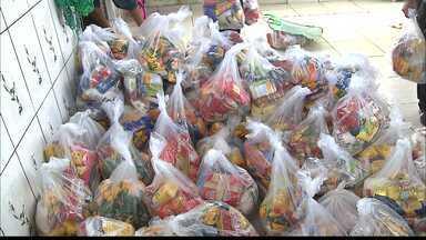 Moradores da comunidade do Jacaré recebem doações de alimentos do Natal sem Fome - Veja na reportagem.