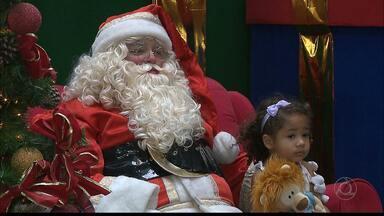 Papai Noel encanta crianças em shopping da capital - Veja na reportagem.