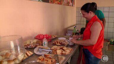 Lanchonete faz campanha para arrecadar alimentos e oferece café gratuito - Lanchonete faz campanha para arrecadar alimentos e oferece café gratuito