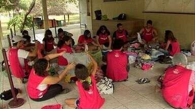 Voluntários preparam ceia de Natal para 700 moradores de rua de Fortaleza - Grupo se reunirá na Praça do Ferreira para fazer a ceia.