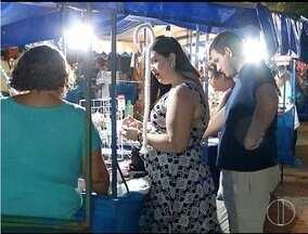Cerca de 3 mil pessoas passaram pela feirinha de artesanato em Montes Claros neste Natal - Artesãos reclamam da queda nas vendas.