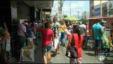 Veja como está o movimento no comércio de Caruaru e Serra Talhada - Véspera de Natal é de boa expectativa para os comerciantes.