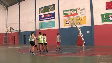 Projeto social leva cidadania através do basquete - Quatro mil pessoas já passaram pelo local.
