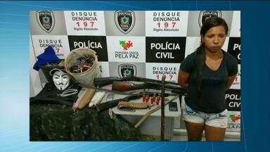 Mulher é presa com explosivos, armas de grosso calibre, grampos e máscaras - Suspeita foi presa em Campina Grande, mas segundo a Polícia Civil, planejava ataque a banco no Brejo paraibano.