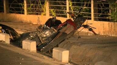 Duas motos batem de frente e pilotos morrem em Campina Grande - Acidente aconteceu no bairro Jenipapo.