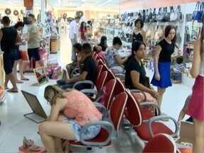 Comércio de Presidente Prudente fica lotado na véspera de Natal - Consumidores deixaram as compras de presentes para o último dia.