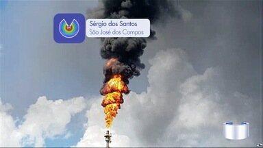 Fumaça preta na Revap assusta moradores de São José dos Campos - Fumaça densa acompanhada de chama assustou moradores nesta tarde.