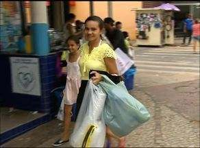 Moradores de Araguaína procuram promoções nas compras de última hora - Moradores de Araguaína procuram promoções nas compras de última hora
