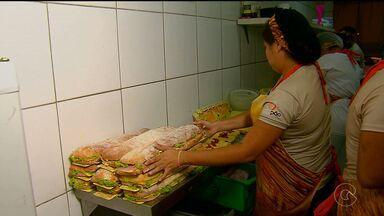 Na região metropolitana do Recife tem padaria dando até expediente noturno - O esforço é para atender aos pedidos do Natal.