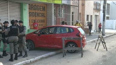 Ladrões assaltam e matam dona de loja em Campina Grande - Caso aconteceu no centro da cidade. Imagens de circuito mostram o momento em que os ladrões fogem.