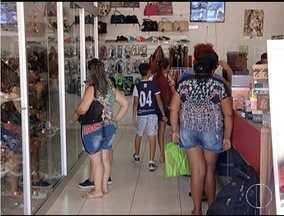 Consumidores correm do tumultos das lojas - A comodidade fala mais alto na hora de fazer as comparas.