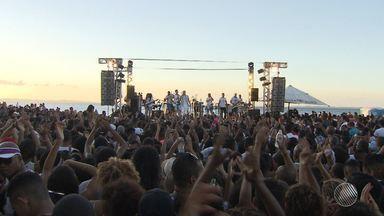 """Jammil reúne centenas de pessoas em mais um show gratuito no Humaitá - A banda se apresentou no """"Natal no Humaitá"""", na cidade baixa de Salvador."""