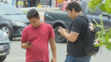 Três em cada quatro pessoas com mais de 10 anos de idade têm um celular no Amapá, diz IBGE - Pelas ruas e em casa tem sempre alguém com um celular na mão.