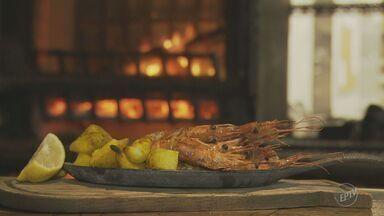 Fernando Kassab ensina receita de camarão ao forno com batatas no 'Prato Feito' - Fernando Kassab ensina receitas direto dos Estados Unidos para as festas de final de ano.