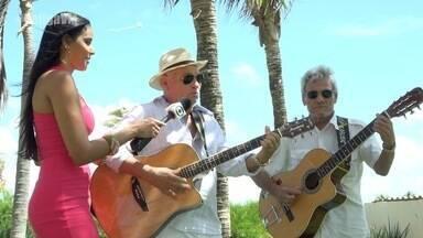 Garçom cearense leva mensagem de esperança através da música - Amigos evangélicos dedicam tempo a uma linda atividade.