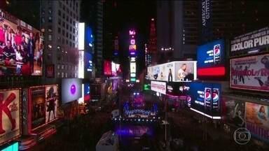 Veja as celebrações de virada do ano ao redor do mundo - A virada do ano foi celebrada no mundo inteiro com muita festa. Veja os shows e queima de fogos ao redor do mundo ao redor do mundo.